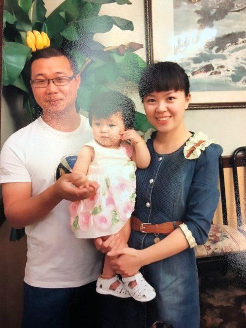 华裔男兴高采烈赴绿卡面试 结果妻离子散