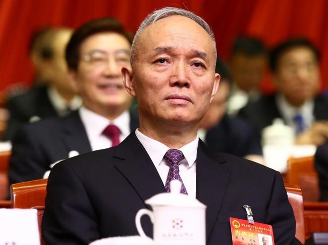 北京团会场外架起封锁线  蔡奇一言不发