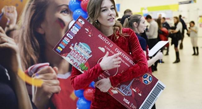 120国10万多球迷 预订世界杯免费火车票