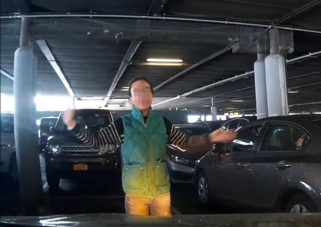 纽约华人母女肉身霸车位 网络疯传引争议