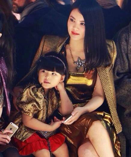 赵薇女儿与李湘女儿差一岁 对比满屏尴尬