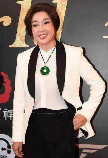 刘晓庆的脸终于崩了 肿得像馒头