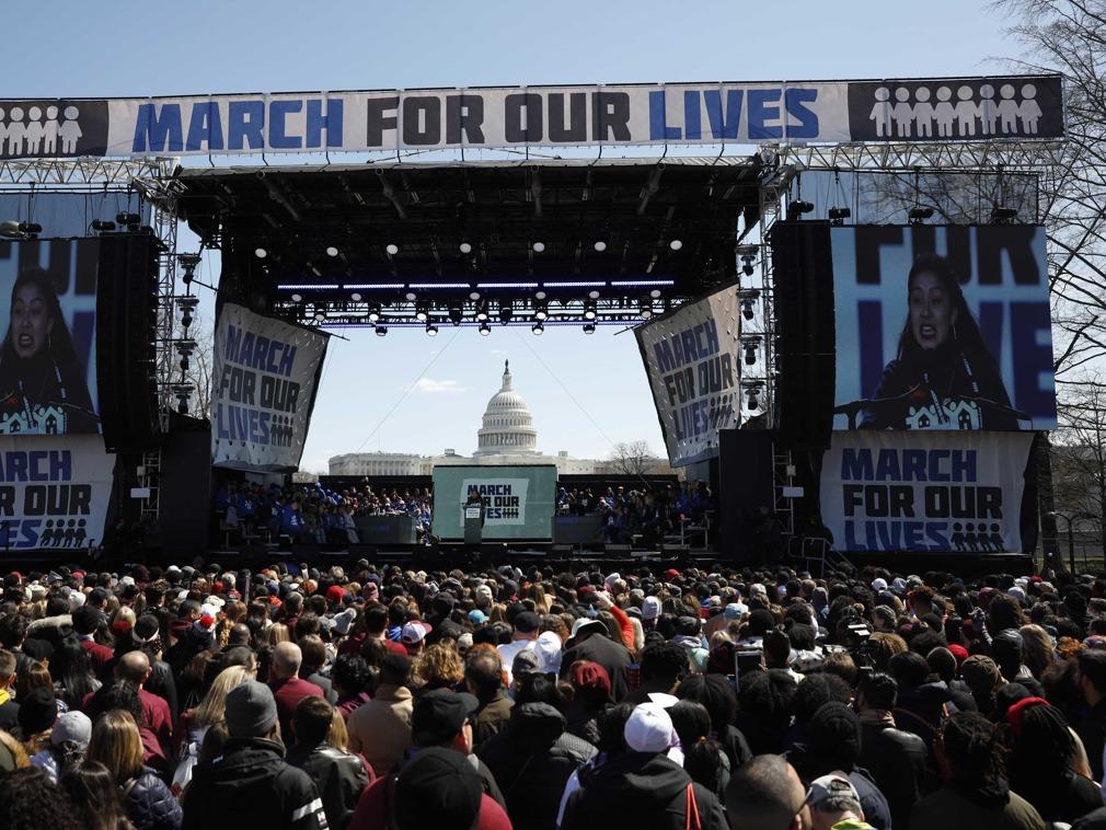华盛顿爆发大规模反枪支集会 奥巴马声援