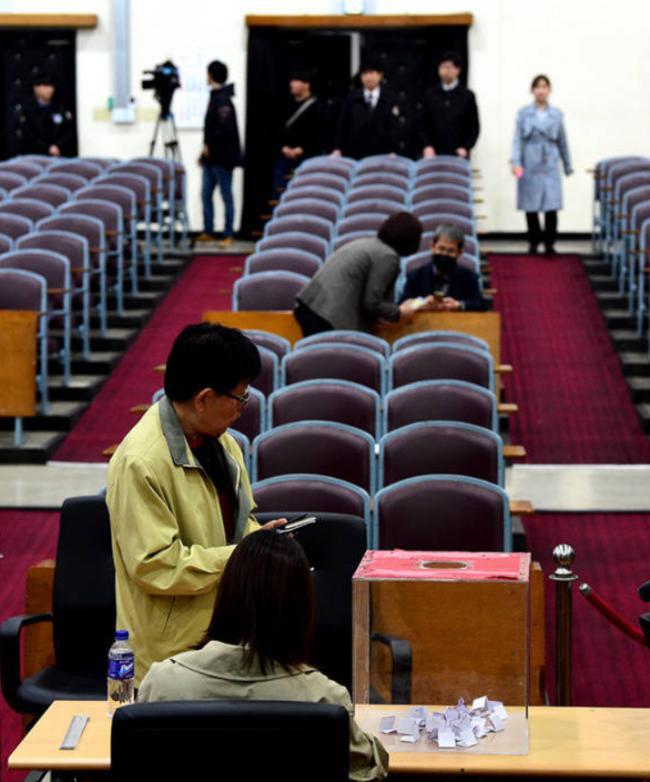 朴槿惠案下月宣判抽签旁听者寥寥无几