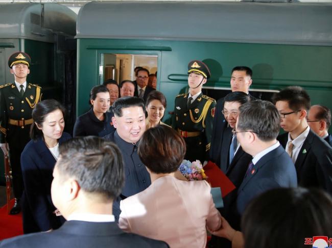 王沪宁火车站迎金正恩 对朝外交重新定调