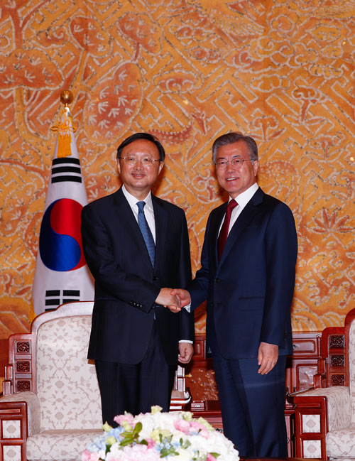 杨洁篪 文在寅会晤 呼吁韩朝美朝会谈
