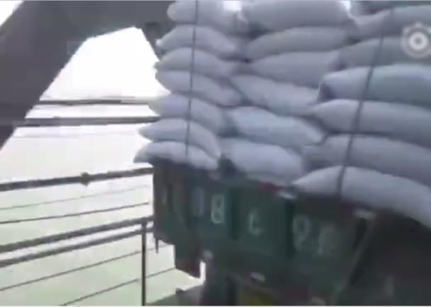 网传大批货车运送物资 跨鸭绿江驶往朝鲜