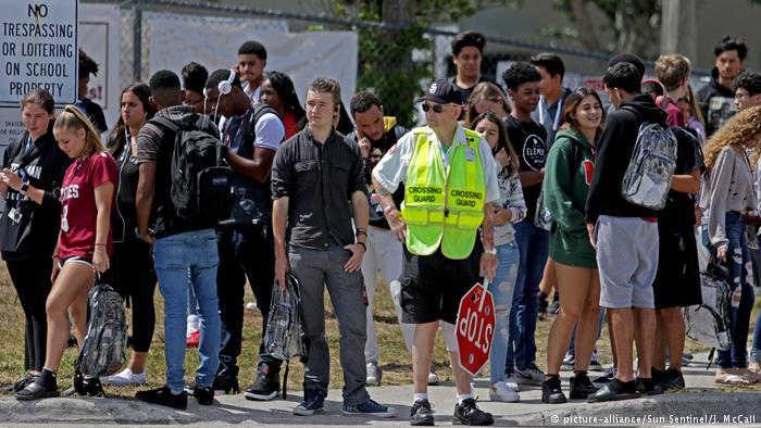 Florida Durchsichtige Rucksäcke Anti Amoklauf maßnahme (picture-alliance/Sun Sentinel/J. McCall)