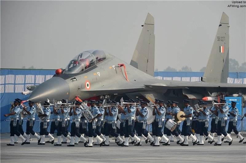 瞄准中巴两线作战 印空军1100架战机演习