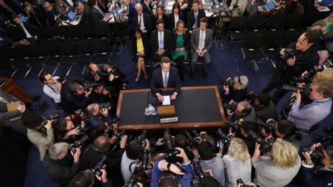 脸书成为众矢之的 议员要求保护用户隐私