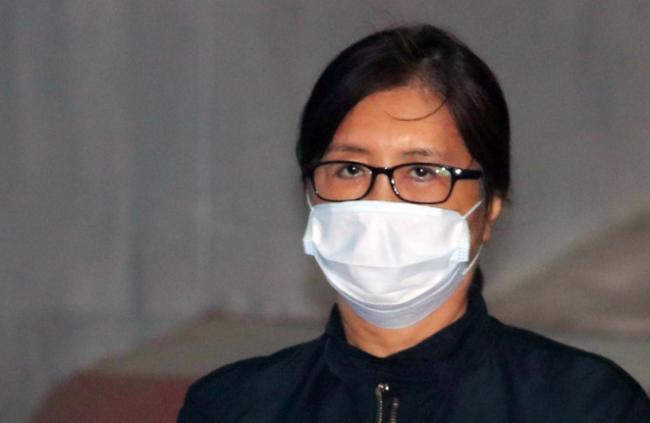 朴槿惠闺蜜崔顺实受审 口罩遮脸油光满面