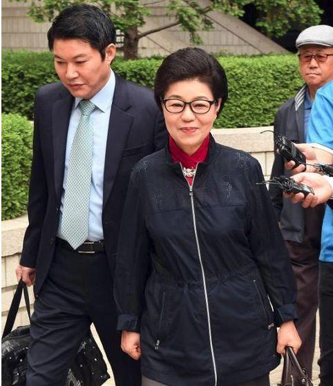 朴槿惠妹夫参加选举 称会让姐姐无罪释放