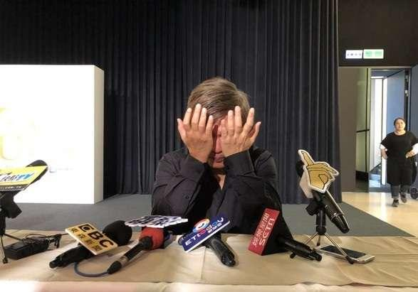 吴宗宪突然在记者会趴桌哭  没人敢出声
