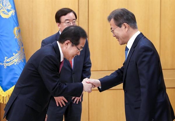 文在寅遭在野党质问 想让朴槿惠牢底坐穿