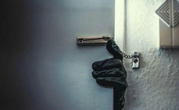 一片狼藉!纽约一户华人家庭遭入室洗劫