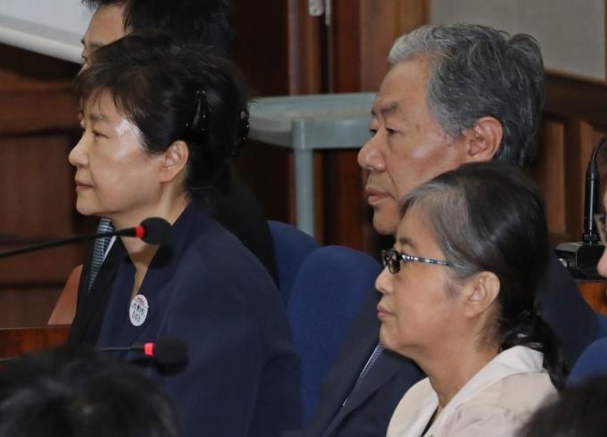 崔顺实法庭表白朴槿惠 :喜欢她想孝敬她