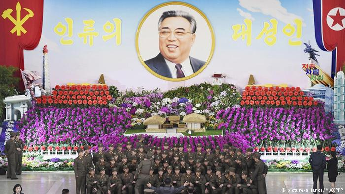 Nordkorea feiert Geburtstag des Staatsgründers Kim Il Sung (picture-alliance/MAXPPP)