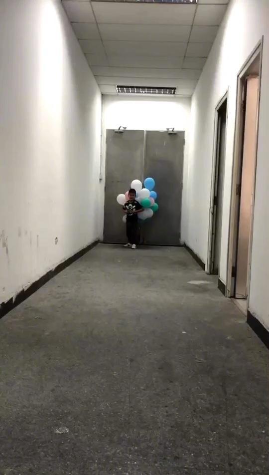 田亮实力坑儿子!小亮仔全身绑气球狂奔