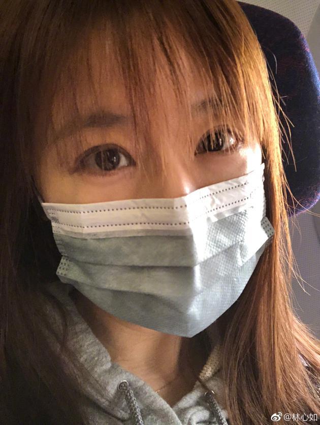 林心如戴口罩素颜自拍 空气刘海减龄