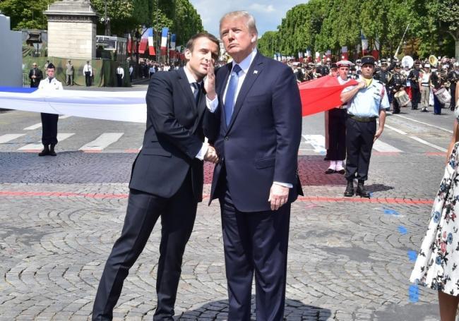 马克龙激情示爱川普 却在背后温柔一刀