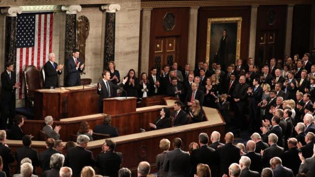 马克龙美国国会演讲大赞多边主义 满堂彩