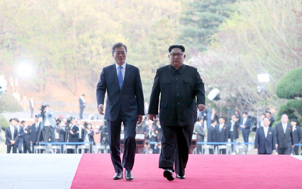 """朝鲜官媒如何报道""""文金会""""的?"""