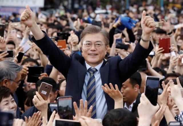 文在寅是谁?搞掉朴槿惠  握手金正恩