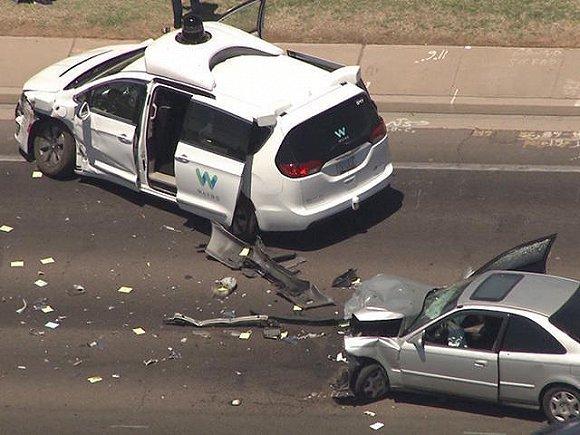 谷歌自动驾驶测试车  遭遇车祸