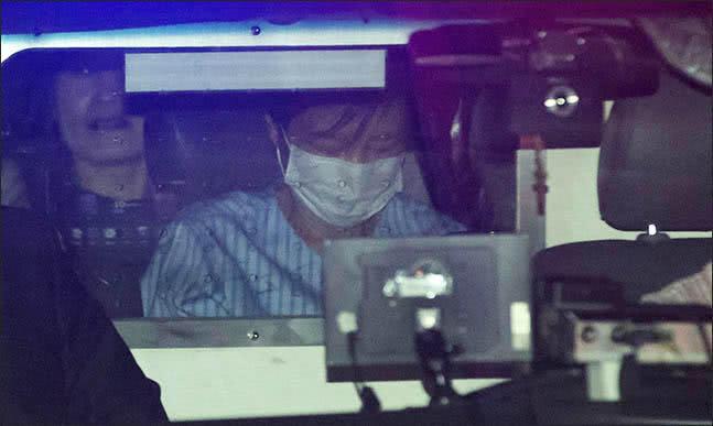 朴槿惠罕见现身:穿病服坐囚车头发凌乱