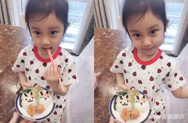 甜馨为李小璐做母亲节爱心餐 变美不少