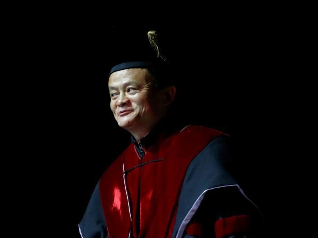 马云获香港大学的博士头衔