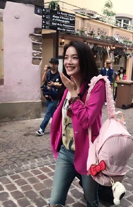 赵薇舒淇法国被偶遇 休闲打扮似少女