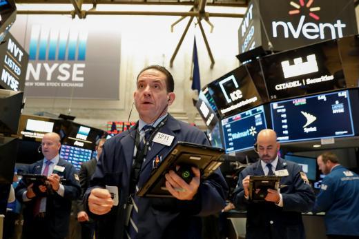 银行股带头冲 道指大涨超过240点