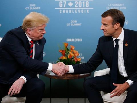 尴尬无比 川普与马克龙握手被虐出白手印