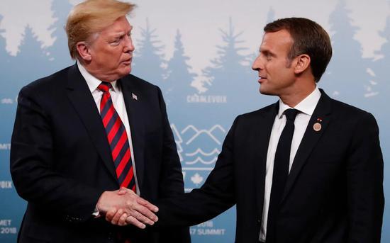 复仇成功 马克龙这次G7将川普攥出白手印