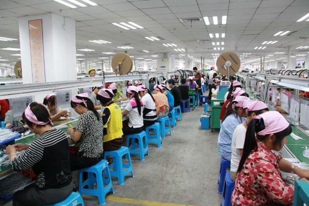 美国机构认为 富士康工厂违反中国劳动法