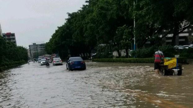 广东连日暴雨,街道被水淹没(市民独家提供)