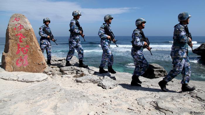 解放军在南海模拟导弹攻击 敲震华盛顿?