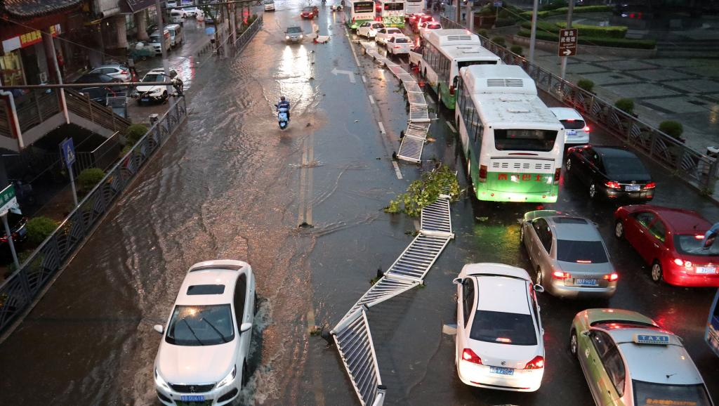 青岛遭罕见暴雨洗劫 网民怪上合峰会