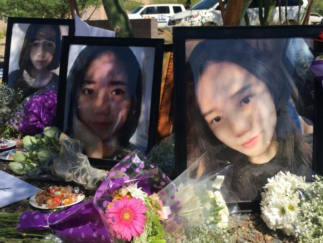 2018年6月11日,在亚利桑那州坦培市的一次纪念活动中,有江�h的大照片。