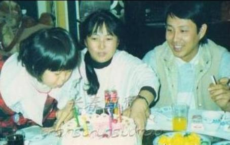 陈道明33岁女儿近照曝光 黑框眼镜显文静