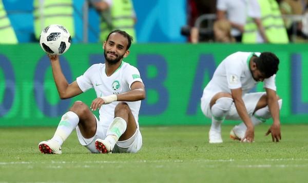 中国制造的足球又漏气了  被一脚踢开