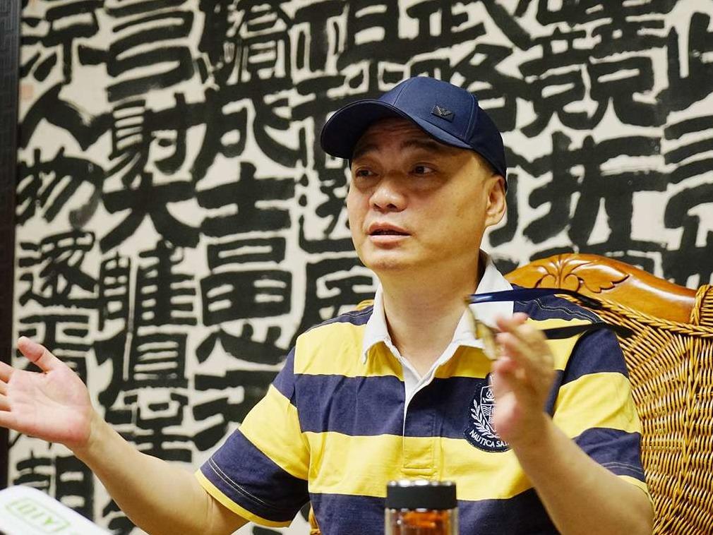 崔永元手撕冯小刚近两个月 调解人首出现