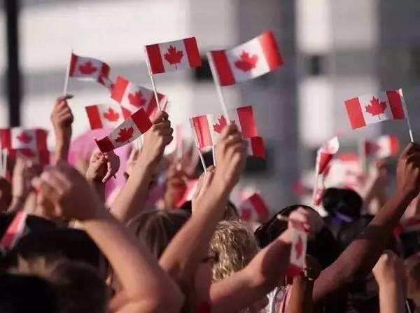 在加拿大,就做加拿大人