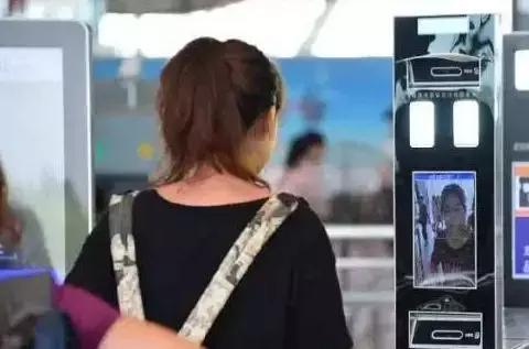 明年起中国高铁实现刷证进站 无需纸票