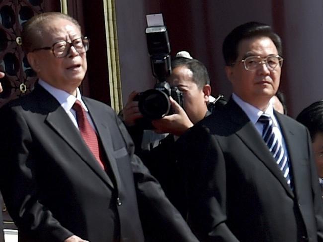 胡锦涛被迫同意江泽民续掌军权内幕曝光
