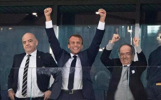 亲眼见证法国队获胜 看台上马克龙乐开花