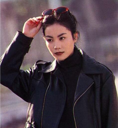 王菲25年前旧照 穿的全都是现在的流行款