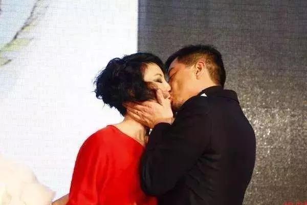 李亚鹏王菲复婚 微博:一切都没变回家吧