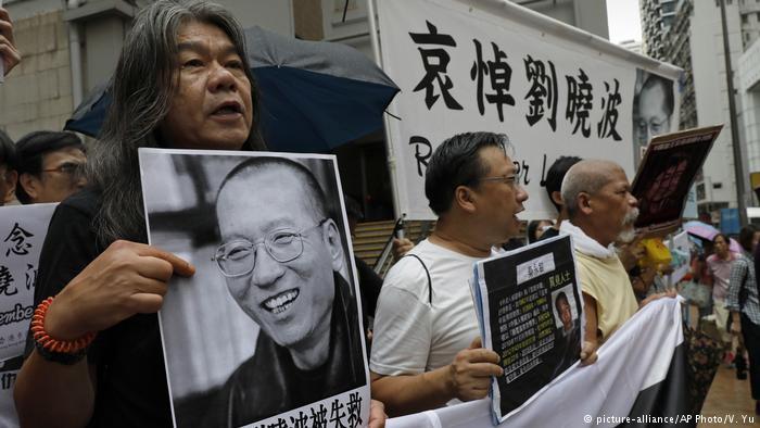 恐惧笼罩中国 刘晓波逝世周年 各地追悼